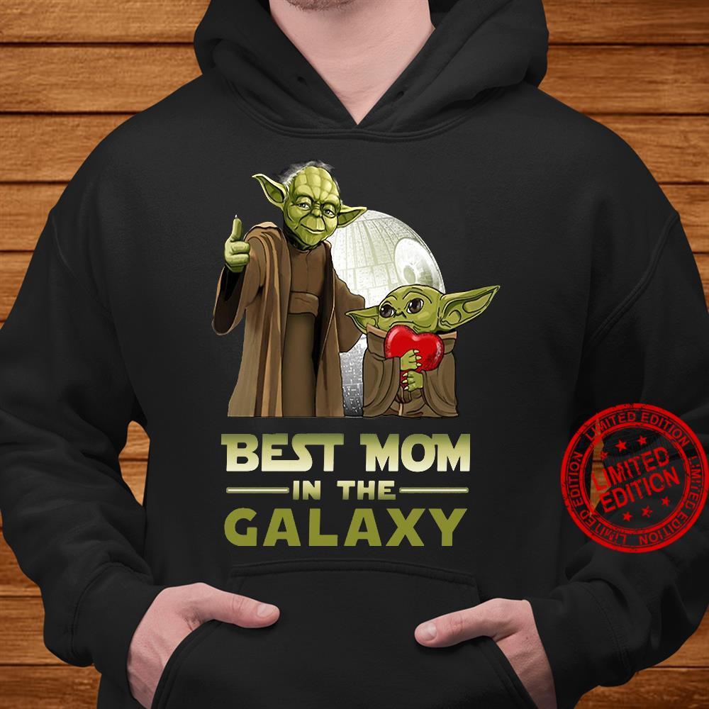 Yoda best mom in the galaxy shirt hoodie